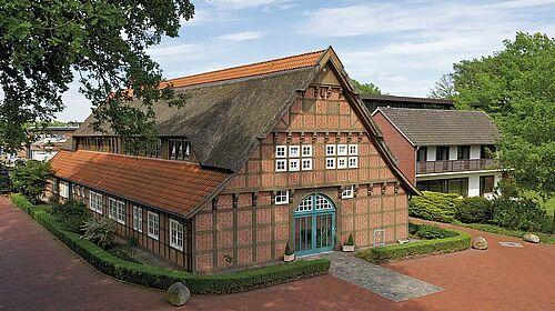 Big Dutchman-Unternehmenszentrale mit Fachwerkhaus