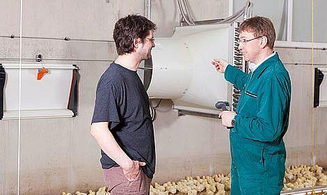 Fütterungsanlagen & Stalltechnik im Geflügelstall für die Hähnchenmast, Putenhaltung, Abluftreinigung und das Stallklima