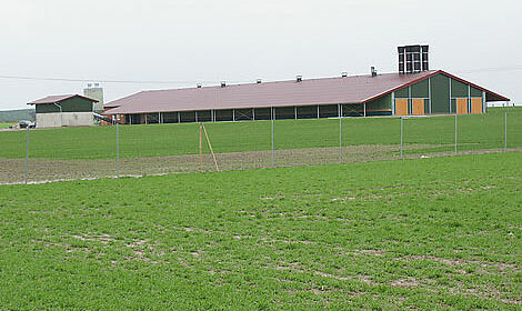 Geflügelstall für die Freilandhaltung (Volierenhaltung) in Melle eingeweiht