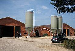 Moderne Stalleinrichtungen für die Hähnchenmast konnten 200 Besucher an einem Tag der offenen Tür besichtigen.