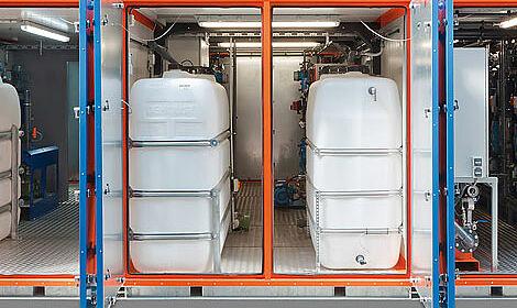 Die Verwandlung von Gülle in Wasser, Dünger und Substrat erfolgt in einem dreistufigen Prozess.