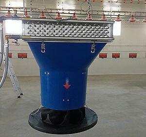 Warmwasserheizungen im Stall für die Hähnchenmast