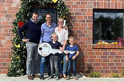 Gruppenphoto mit zwei Männern, einer Frau und zwei Kindern