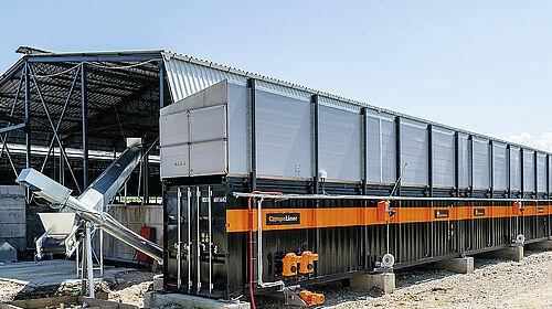 Langer Container mit zwei Förderschnecken links