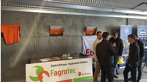 Fagrotec-Infostand mit Besuchern