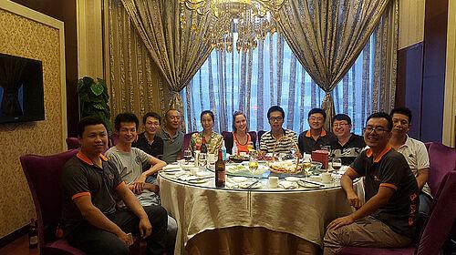 Gruppenphoto: gemeinsames Essen mit chinesischen Kollegen