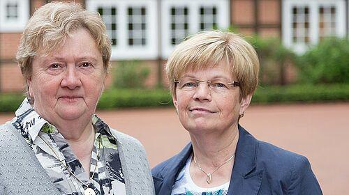 Die Silberjubilarinnen Annegret Bohmann (li.) und Resi Scheele