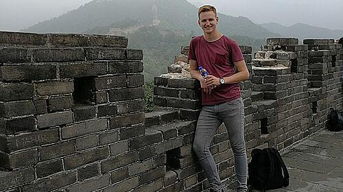 Praktikant besichtigt Chinesische Mauer